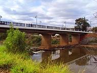 Ponte de acesso à estação ferroviária