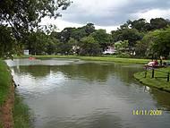 Lago no centro de Águas da Prata