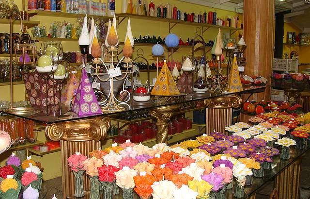 Velas decorativas artesanais, esculpidas ao vivo.