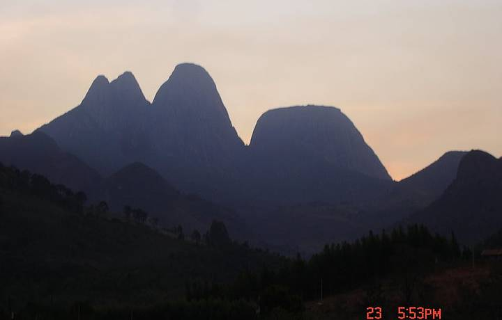 Entardecer no Parque Estadual dos Três Picos