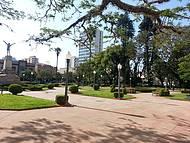 Praça em frente ao Carlton Palace Hotel