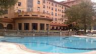 Lazer em forma de piscinas e jardins