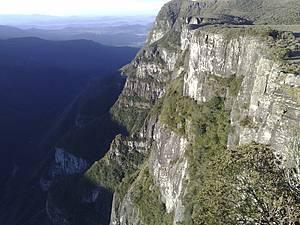 Parque Nacional da Serra Geral (Cânion Fortaleza): Paredão de pedra soma 900 metros de altura -