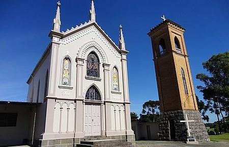 Igreja São Roque - Igreja e campanário dividem o cenário