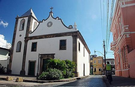 Igreja Matriz de São Jorge dos Ilhéus - Singela por fora, riquíssima por dentro