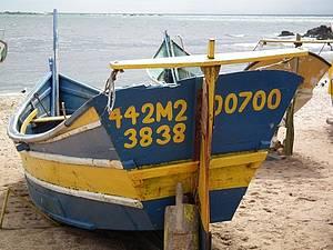 Colônia de Pescadores - Barcos colorem a praia do Grant