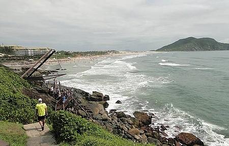 Vista da praia a partir do sítio arqueológico