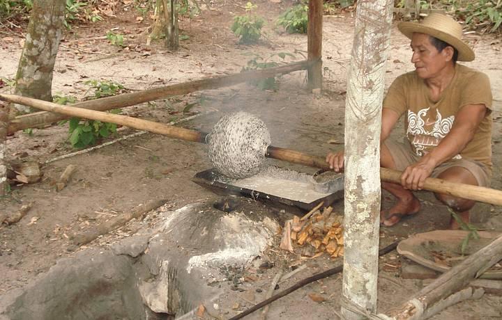 Fabricação da borracha - processo manual