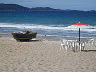Tranquilidade e paz em uma bela praia.
