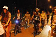 Cilcistas ouvem histórias enquanto pedalam