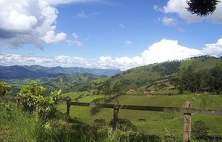 Visão geral de Gonçalves - Vista das montanhas na saída da cidade