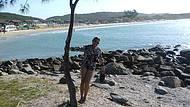 Lado direito da praia rochas maravilhosas para tirar belas fotos.