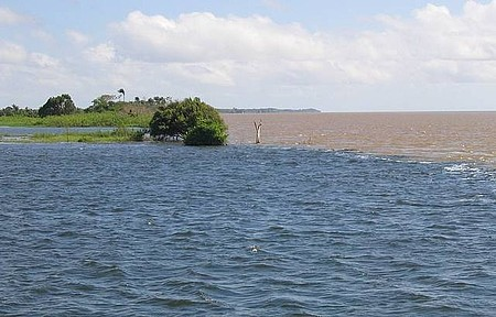Encontro das Águas - Rio Tapajós com o Rio Amazonas