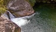 Piscina de pedras e rochas