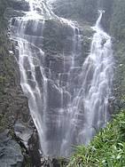Tomar banho na cachoeira Água Branca
