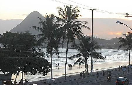 Praia Central - Sempre tem movimento ao entardecer