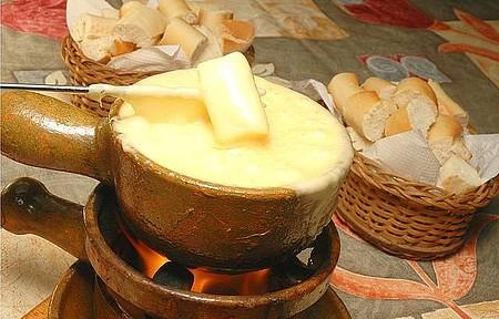 Fondue de queijo - Delícia é prato típico da cidade!
