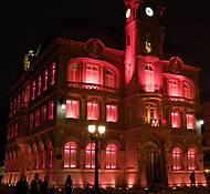 Curitiba by night - Museu Paranaense com iluminação na semana cor de rosa