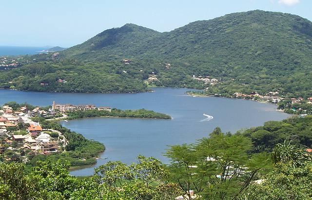 Vista da Lagoa da Conceição em um lindo dia de sol
