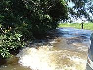 Estrada na cheia do Rio Cuiabá