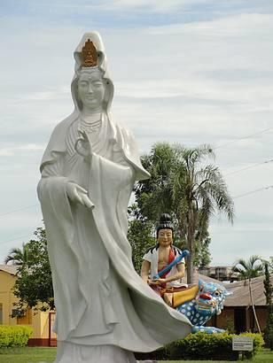 Est�tuas no templo