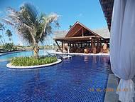 Restaurante na beira da piscina
