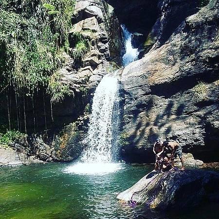 Cachoeira Terceira Dimensão - Amigos montando o Slack Line