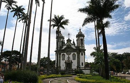 Ir à missa na Igreja de São Francisco de Assis - Missas de domingo têm músicas barrocas