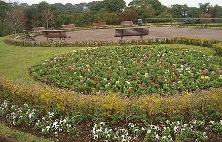 Jardim na entrada do parque