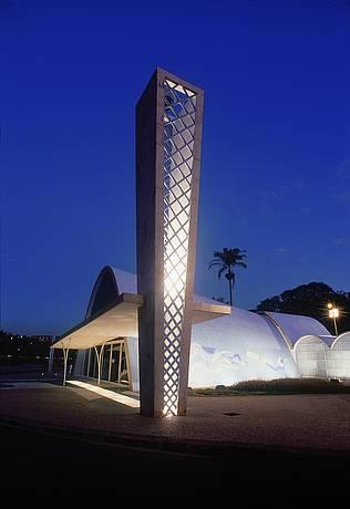 Cartão-postal reúne obras dos mestres Niemeyer e Portinari