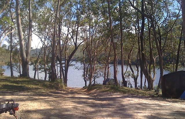 Vista do camping da represa