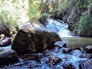 Cachoeira na trilha do horto florestal