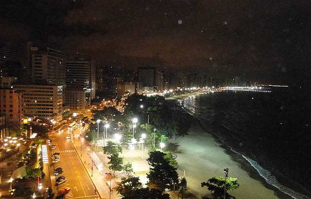 Visual à noite da praia de Meireles