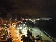 Visual � noite da praia de Meireles