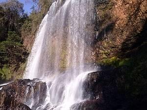 Tomar banho de cachoeira