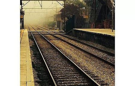 Estação Ferroviaria - A Famosa neblina da cidade vista da plataforma da estação de trem
