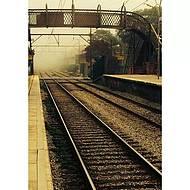A Famosa neblina da cidade vista da plataforma da estação de trem