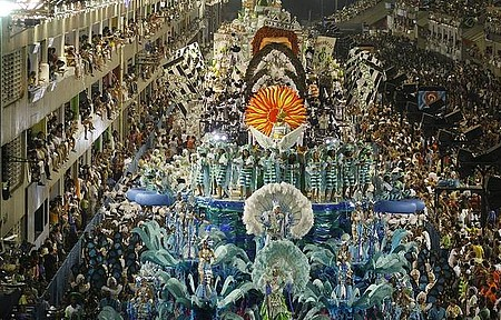 Carnaval - Desfiles lotam o Sambódromo