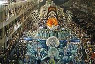 Desfiles lotam o Sambódromo