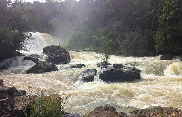 Na parte de baixo,mais próximo da cachoeira, maravilhoso!