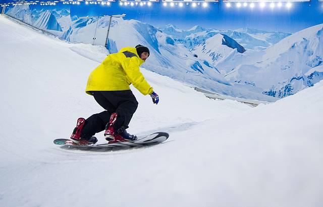 Neve fofinha para praticar snowboard