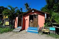 A bucólica vila é repleta de casinhas coloridas