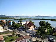 A cheia do mangue é cenário perfeito e mais:ao fundo Canasvieiras e Jurere