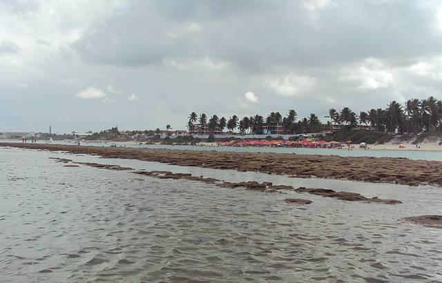 Melhor praia para banho, não tem muita influencia da maré