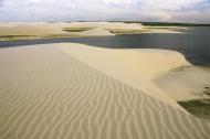 Dunas e lagoas emolduram a paisagem