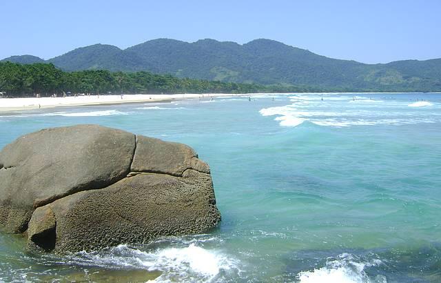 Foto da lateral da praia
