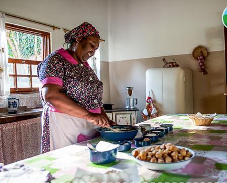 Um dia no Sítio do Picapau Amarelo! - Tia Anastácia sempre preparando bolinhos de chuva!