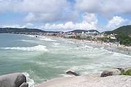 Costão esquerdo da praia - linda vista!
