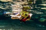 Flutuação no Reino Encantado da Lagoa Azul
