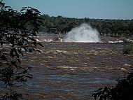 Lago das Cataratas, Garganta do Diabo: o vapor que sobe das quedas